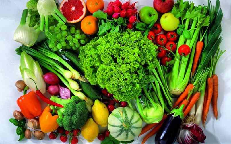 Cung cấp nhiều rau xanh và trái cây khi eat clean