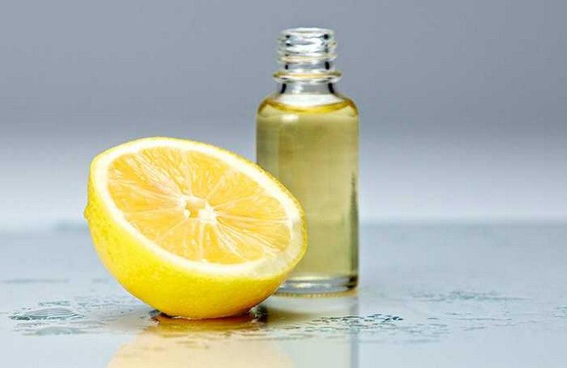 Chanh và dầu hạnh nhân là nguyên liệu để trị thâm môi