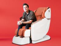 Ảnh nhỏ cho slide Ca sĩ Quang Dũng mua ghế massage ELIP ủng hộ quỹ Covid-19