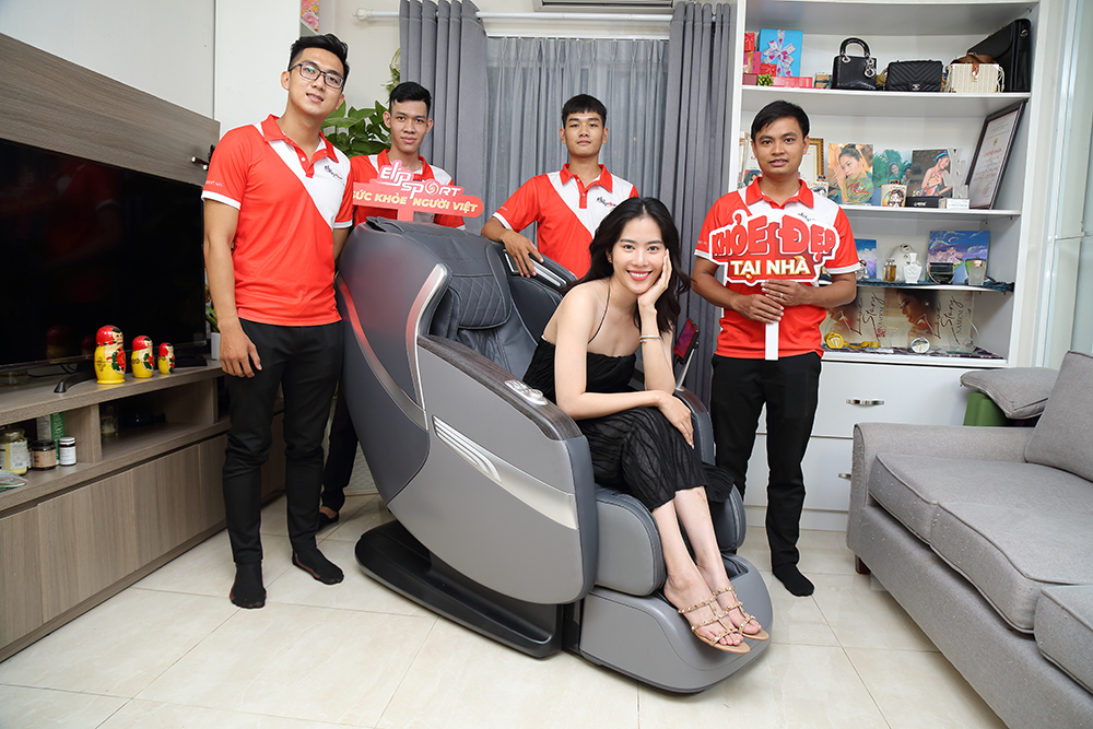 Hoa khôi Nam Em chọn mua ghế massage ELIP Alexander, bí quyết hồi phục năng lượng tích cực tại nhà