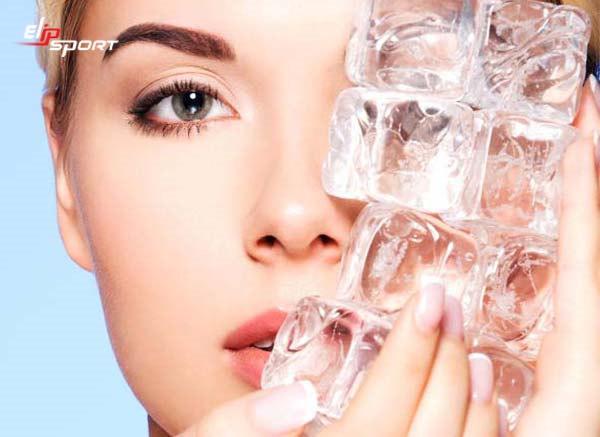 Massage bằng đá lạnh giúp tăng tone da