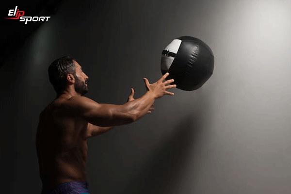 bóng tạ là dụng cụ tập gym tại nhà cho nam