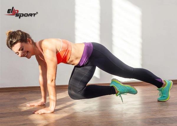 Bài tập Knee-To-Chest Push-Up giảm mỡ bụng và bắp tay