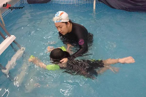 tập nổi khi bơi