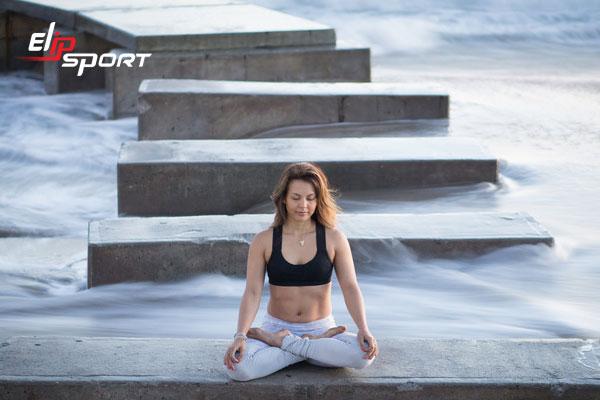 tập yoga xương khớp