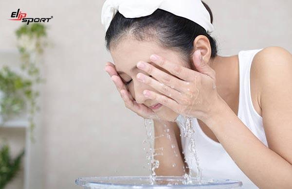 các bước dưỡng da ban đêm cho da dầu mụn