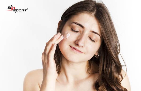 các bước dưỡng da ban đêm cho da dầu bị mụn