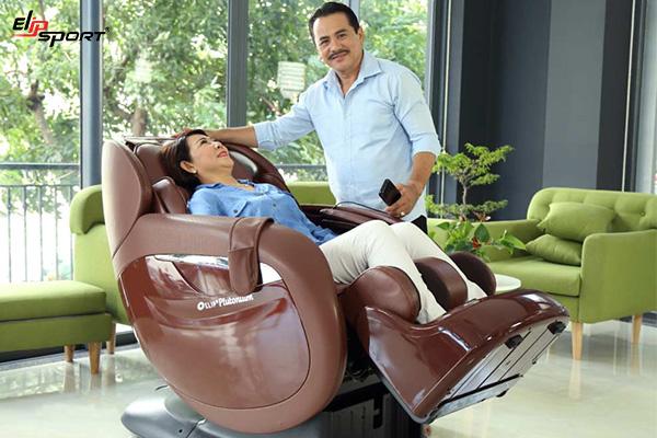 máy massage lưng người già