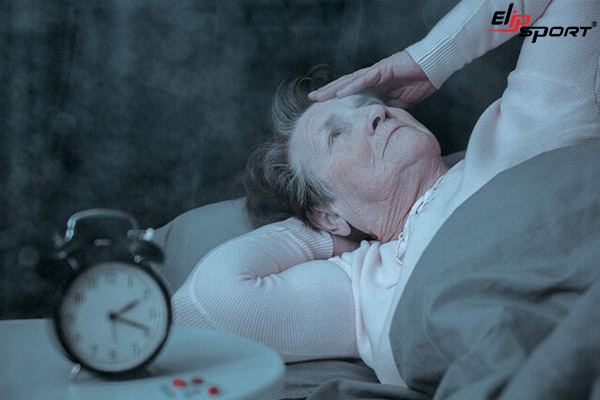 người già mất ngủ nên ăn gì
