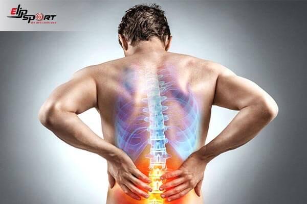 đau lưng khó thở