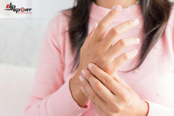 bị tê tay là bệnh gì