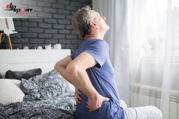 ngủ dậy đau lưng