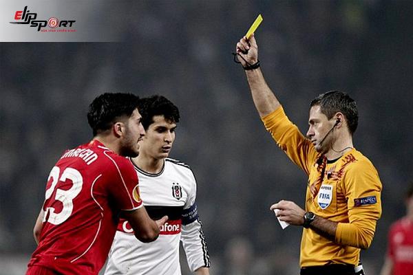 Theo Luật FIFA Có Bao Nhiêu Trọng Tài Trong 1 Trận Bóng Đá