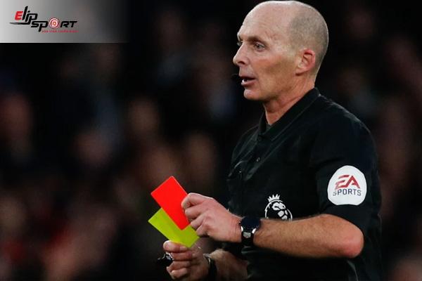 huấn luyện viên bóng đá bị thẻ đỏ