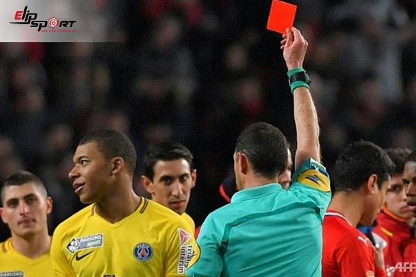 phạt thẻ đỏ trong bóng đá
