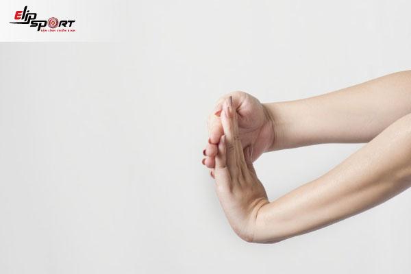 cách giảm đau tay khi chơi cầu lông