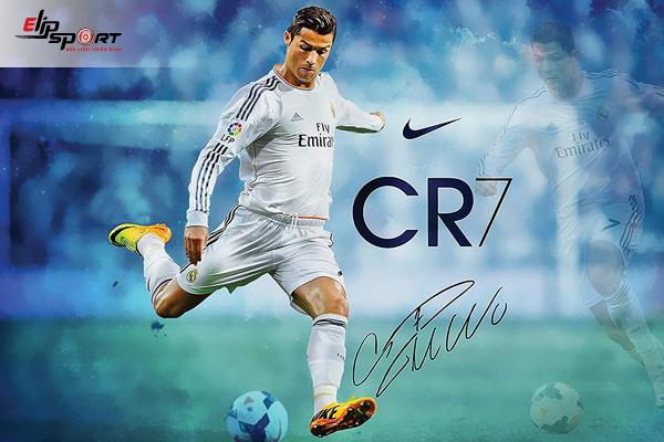 Ronaldo đá bóng đường phố