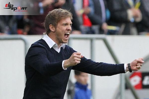 huấn luyện viên bóng đá trẻ nhất thế giới