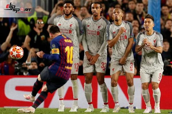 đá phạt trong bóng đá