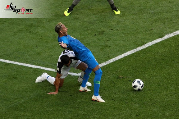 các lỗi phạt trong bóng đá