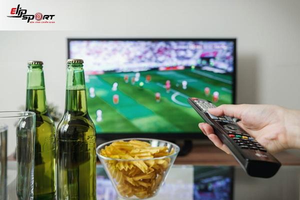 xem bóng đá nên ăn gì