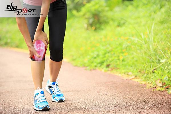 đau khớp gối có nên đi bộ không