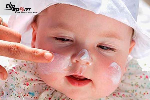 kem dưỡng ẩm cho da em bé