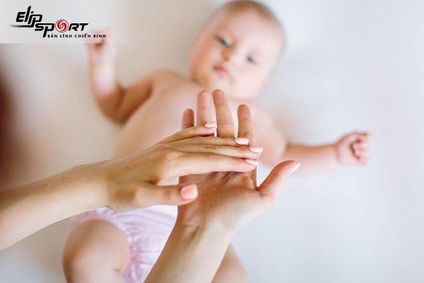 dưỡng ẩm cho da em bé