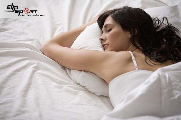làm gì trước khi ngủ để giảm mỡ bụng