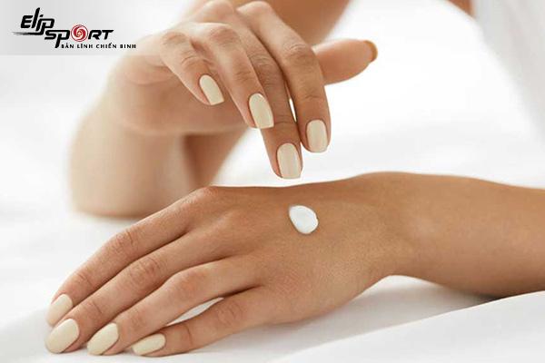 chăm sóc da tay trắng mịn