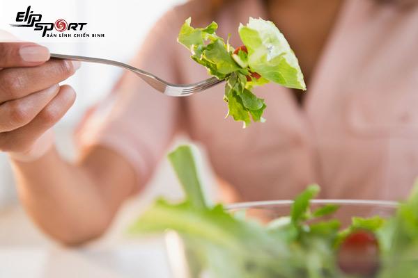 ăn cơm với rau giảm cân