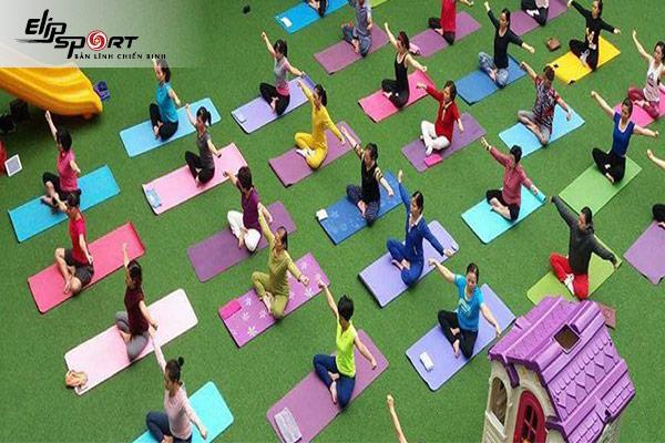 một lớp tập yoga Hà Đông, Hà Nội