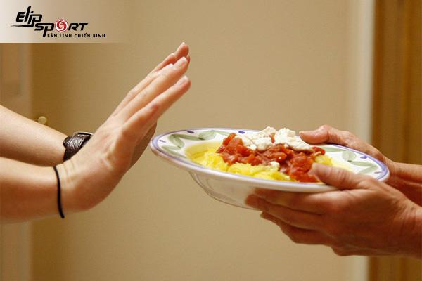 nhịn ăn bữa nào giảm cân nhanh nhất