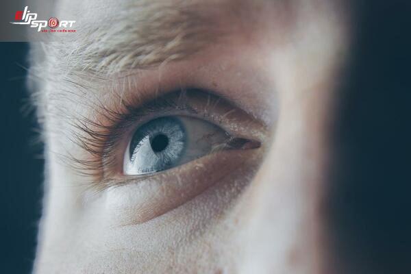 điềm báo nháy mắt trái
