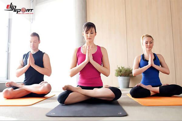 tập yoga chữa đau cột sống