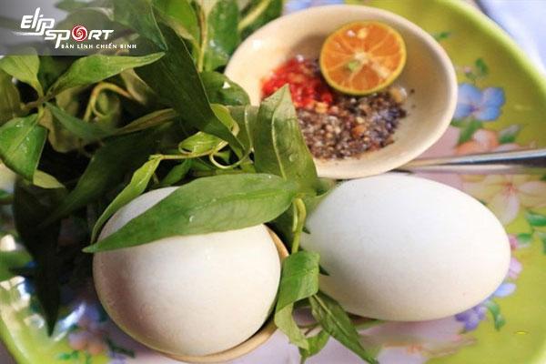 Ăn trứng vịt lộn buổi tối có tốt không? lợi hay hại