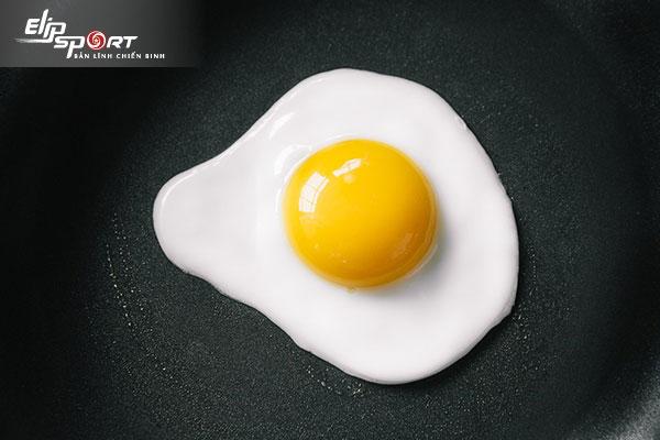 trẻ bị ho ăn trứng gà được không