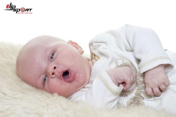 trẻ bị viêm tiểu phế quản bội nhiễm
