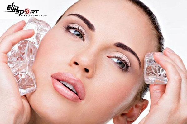 Những lưu ý khi sử dụng cách massage mặt bằng nước đá