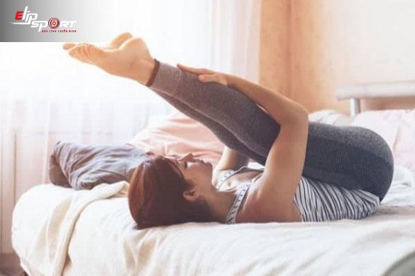 tập cơ bụng trên giường