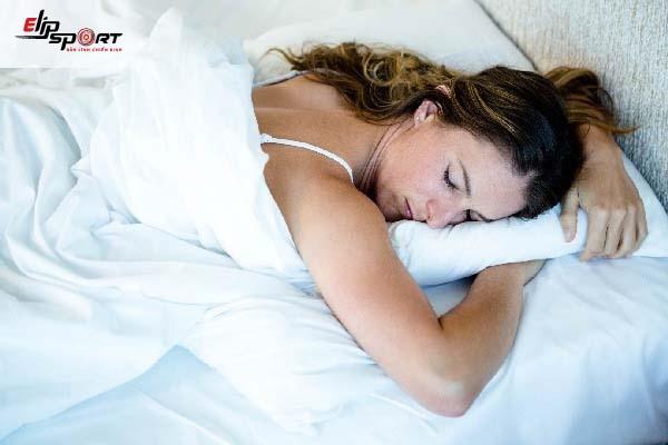 chế độ ăn uống ngủ nghỉ giúp tăng cân