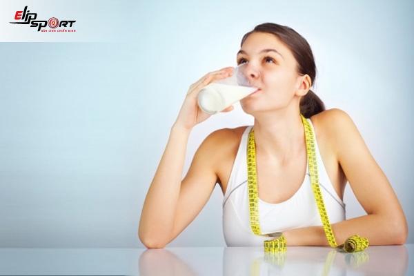 uống sữa khi nào thì tăng cân