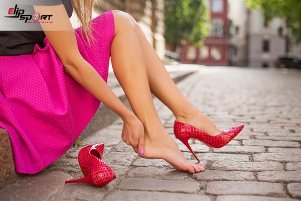 đi giày đau gót chân