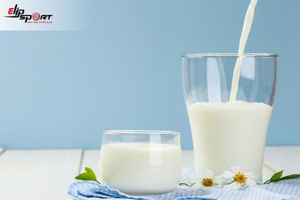 Nên cho trẻ uống sữa tươi có đường hay không đường