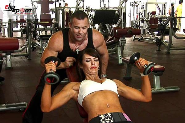 bài tập ngực cho nữ tại phòng gym