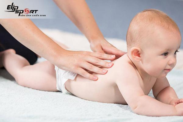 phương pháp massage cho bé sơ sinh