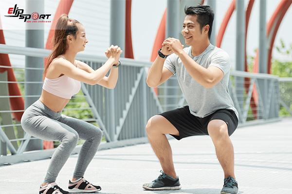 tập squat thon chân