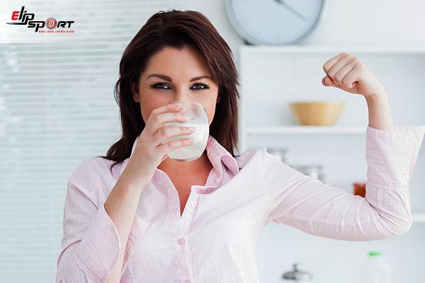 uống sữa vào thời điểm nào giúp tăng cân