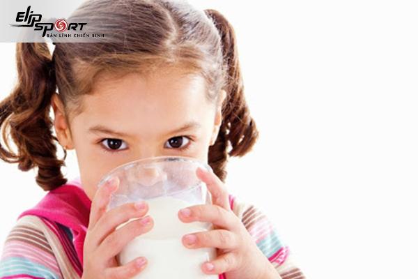 uống sữa tươi không đường