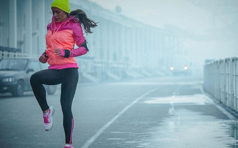 Khởi động kỹ càng giúp bạn tránh được những chấn thương khi luyện tập thể thao